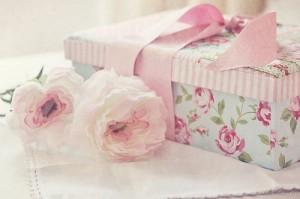 bow-flower-flowers-gift-girly-Favim_com-228717